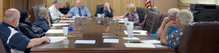 Al Simmons has first meeting as superintendent